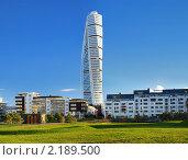 Купить «Высотный жилой дом Turning Torso в Мальмё, Швеция», фото № 2189500, снято 6 ноября 2010 г. (c) Михаил Марковский / Фотобанк Лори