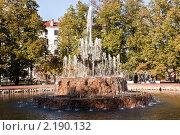 Фонтан в сквере на Болотной. Редакционное фото, фотограф Виталий Калугин / Фотобанк Лори