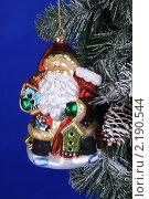 Купить «Елочная игрушка», фото № 2190544, снято 11 декабря 2009 г. (c) Целоусов Дмитрий Геннадьевич / Фотобанк Лори