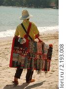 Купить «Продавец украшений на пляже», фото № 2193008, снято 27 ноября 2010 г. (c) Юлия Севастьянова / Фотобанк Лори