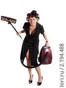Купить «Длинноногая недовольная домохозяйка с пылесосом», фото № 2194488, снято 15 августа 2010 г. (c) Сергей Дубров / Фотобанк Лори