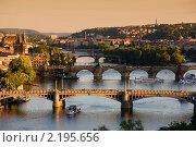 Мосты в Праге на закате (2009 год). Стоковое фото, фотограф Антон Романов / Фотобанк Лори