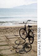 Велосипед на песчаном пляже. Стоковое фото, фотограф Валерий Шанин / Фотобанк Лори