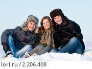 Купить «Счастливые люди зимой», фото № 2206408, снято 4 декабря 2010 г. (c) Дмитрий Калиновский / Фотобанк Лори