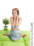 Купить «Девушка в наушниках», фото № 2212240, снято 11 сентября 2010 г. (c) Сергей Новиков / Фотобанк Лори