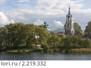Колокольня на реке Нерль. Стоковое фото, фотограф Валерия Паули / Фотобанк Лори