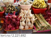 Купить «Москва, Черёмушкинский рынок», эксклюзивное фото № 2221692, снято 11 декабря 2010 г. (c) Дмитрий Неумоин / Фотобанк Лори