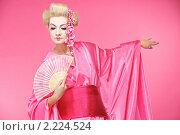 Портрет гейши с веером. Стоковое фото, фотограф Andrejs Pidjass / Фотобанк Лори