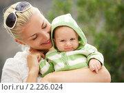 Купить «Счастливая мама с дочкой», фото № 2226024, снято 8 октября 2010 г. (c) Andrejs Pidjass / Фотобанк Лори