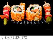 """Купить «Суши ( роллы урамаки """"Калифорния"""" ), японская кухня и маринованные овощи на шпажках», фото № 2234872, снято 21 октября 2009 г. (c) ElenArt / Фотобанк Лори"""