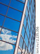 Отражение неба с облаками с окнах современного здания. Стоковое фото, фотограф Погорелов Владимир / Фотобанк Лори