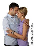 Купить «Молодая влюбленная пара в студии на белом фоне», фото № 2237352, снято 25 июля 2010 г. (c) Наталья Белотелова / Фотобанк Лори