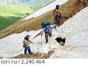 Переход по снежному насту над горной речкой, эксклюзивное фото № 2240464, снято 20 июня 2009 г. (c) Владимир Горощенко / Фотобанк Лори