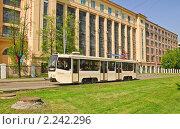 Купить «Трамвай в Ростокино», эксклюзивное фото № 2242296, снято 8 мая 2010 г. (c) Алёшина Оксана / Фотобанк Лори