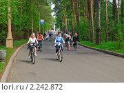 Купить «Прогулка на велосипедах по территории ВВЦ (ВДНХ)», эксклюзивное фото № 2242872, снято 8 мая 2010 г. (c) Алёшина Оксана / Фотобанк Лори