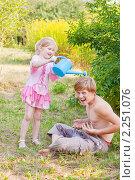 Купить «Дети на даче», фото № 2251076, снято 16 августа 2010 г. (c) Майя Крученкова / Фотобанк Лори