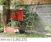 Купить «Пожарный щит и лестница у каменной стены», фото № 2262272, снято 5 июля 2020 г. (c) Константин Босов / Фотобанк Лори