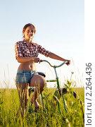 Купить «Девушка с велосипедом», фото № 2264436, снято 26 июня 2010 г. (c) Яков Филимонов / Фотобанк Лори