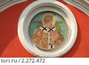 Купить «Настенная икона на фасаде храма Преподобного Пимена, что в Новых Воротниках в Сущеве (1658 г.)», эксклюзивное фото № 2272472, снято 27 июля 2010 г. (c) lana1501 / Фотобанк Лори