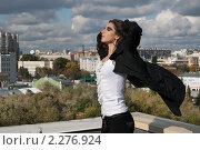 Купить «Девушка на крыше», фото № 2276924, снято 3 октября 2009 г. (c) Лена Лазарева / Фотобанк Лори