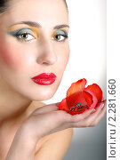 Купить «Красивая девушка с ярким макияжем и цветком в руке», фото № 2281660, снято 6 января 2011 г. (c) Svetlana V Bojan / Фотобанк Лори