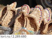 Купить «Уличная торговля лаптями. Суздаль», эксклюзивное фото № 2289680, снято 11 сентября 2010 г. (c) lana1501 / Фотобанк Лори