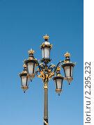 Фрагмент фонаря на площади около королевского дворца в Мадриде (2009 год). Стоковое фото, фотограф Elena Monakhova / Фотобанк Лори