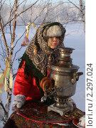 Купить «Масленица. Девочка с самоваром дует в трубу», фото № 2297024, снято 27 мая 2018 г. (c) Ольга Рындина / Фотобанк Лори