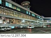 Купить «Пассажирский терминал международного аэропорта Домодедово со стороны лётного поля», фото № 2297304, снято 1 ноября 2010 г. (c) Владимир Сергеев / Фотобанк Лори