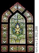 Купить «Красивый витраж в древнем буддистском Мраморном храме - Ват Бенчамабопхит, Бангкок, Таиланд», фото № 2302288, снято 17 декабря 2010 г. (c) Николай Винокуров / Фотобанк Лори