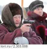 Купить «Бабушка стреляет из пистолета», эксклюзивное фото № 2303008, снято 25 декабря 2010 г. (c) Free Wind / Фотобанк Лори