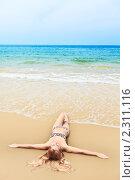 Купить «Женщина на пляже», фото № 2311116, снято 18 января 2011 г. (c) Ольга Хорошунова / Фотобанк Лори