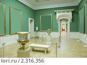 Купить «Рамы для картин в зеленой комнате музея», фото № 2316356, снято 21 ноября 2009 г. (c) Losevsky Pavel / Фотобанк Лори