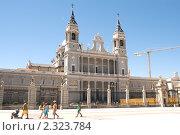 Кафедральный собор Санта-Мария-ла-Реаль-де-ла-Альмудена (2009 год). Редакционное фото, фотограф Elena Monakhova / Фотобанк Лори