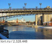 Купить «Москва. Вид на фрагмент Патриаршего моста, Кремль, Большой Каменный мост», эксклюзивное фото № 2328448, снято 31 января 2011 г. (c) lana1501 / Фотобанк Лори