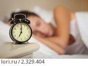 Купить «Девушка спит на кровати в спальне дома. Селективный фокус на будильнике.», фото № 2329404, снято 20 января 2011 г. (c) Мельников Дмитрий / Фотобанк Лори