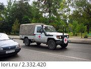 Купить «Международный красный крест. Скорая помощь на улице Сухума.», фото № 2332420, снято 12 августа 2008 г. (c) Татьяна Нафикова / Фотобанк Лори