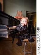 Купить «Весёлый пианист», фото № 2334048, снято 30 января 2011 г. (c) Олег Комарчук / Фотобанк Лори