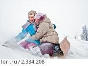 Купить «Две весёлые девочки едут с горки на линолеуме с криком и с радостью», эксклюзивное фото № 2334208, снято 8 января 2011 г. (c) Игорь Низов / Фотобанк Лори