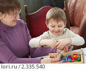 Бабушка и внук, фото № 2335540, снято 6 февраля 2011 г. (c) Михаил Лавренов / Фотобанк Лори
