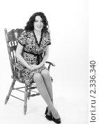 Беременная женщина сидит на стуле. Стоковое фото, фотограф Инна Додица / Фотобанк Лори