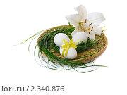 Купить «Пасхальные яйца и лилия в корзинке», фото № 2340876, снято 8 июля 2010 г. (c) Литова Наталья / Фотобанк Лори
