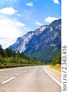 Купить «Шоссе в горах», фото № 2343416, снято 25 июля 2010 г. (c) Анастасия Золотницкая / Фотобанк Лори