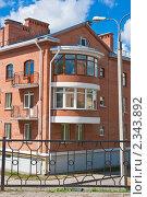 Купить «Современный кирпичный дом. Псков», фото № 2343892, снято 30 июля 2010 г. (c) Оксана Гильман / Фотобанк Лори