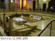 Купить «Израиль, Назарет. Церковь Благовещения. Нижняя церковь, священный грот. Горница Пресвятой Девы Марии.», фото № 2345200, снято 17 декабря 2010 г. (c) Сергеев Игорь / Фотобанк Лори