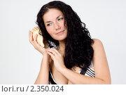 Девушка с раковиной. Стоковое фото, фотограф Зуйкова Ольга Васильевна / Фотобанк Лори