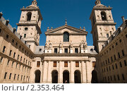 Купить «Фасад базилики в архитектурном комплексе Эскориал», фото № 2353464, снято 21 июня 2009 г. (c) Elena Monakhova / Фотобанк Лори