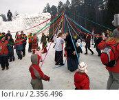 Купить «Хоровод на Масленицу», фото № 2356496, снято 9 марта 2008 г. (c) Любовь Мозгунова / Фотобанк Лори