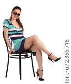 Купить «Девушка в солнцезащитных очках сидит на стуле», фото № 2356716, снято 19 августа 2018 г. (c) Corwin / Фотобанк Лори
