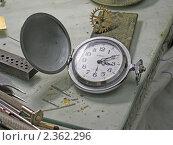 Купить «Карманные часы на столе часового мастера», эксклюзивное фото № 2362296, снято 26 февраля 2010 г. (c) Румянцева Наталия / Фотобанк Лори